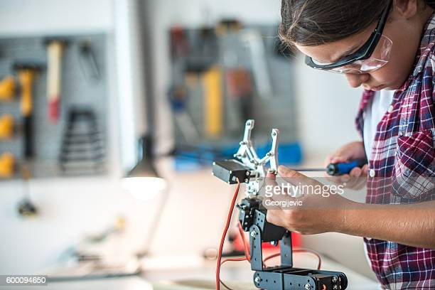 Assembling robot arm