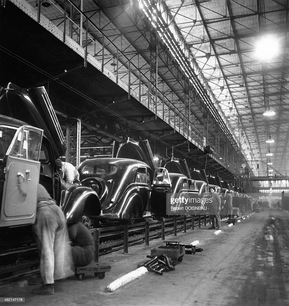 assembly line at the renault factory 1938 in boulogne billancourt photo d 39 actualit getty. Black Bedroom Furniture Sets. Home Design Ideas