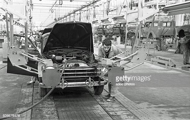 Assembly line of the Renault Fregate at the factory of FlinssurSeine In 1955