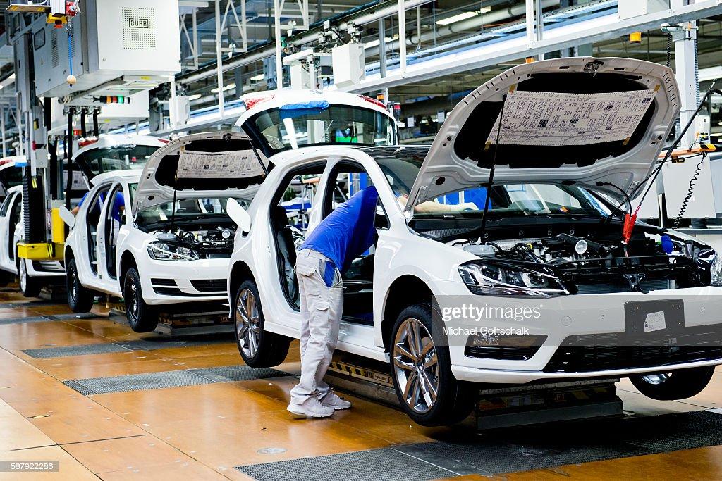Volkswagen Plant in Wolfsburg : News Photo