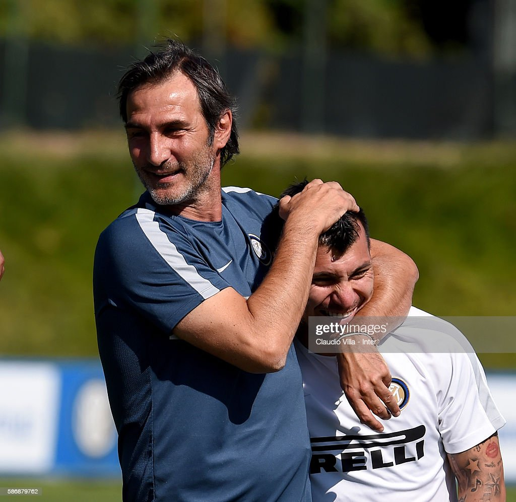 Assistant coach Angelo Gregucci (L) and Gary Medel chat during a FC Internazionale training session on August 7, 2016 in Milan, Italy.