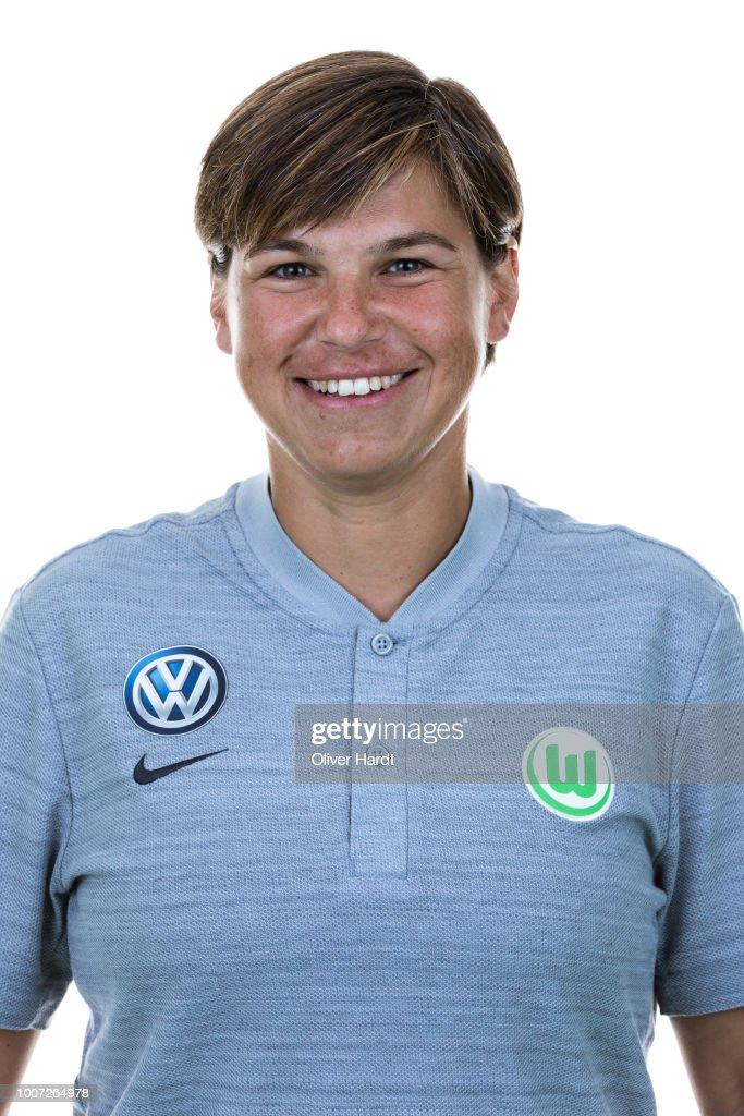 VfL Wolfsburg Women's - Allianz Frauen Bundesliga Team Presentation : News Photo