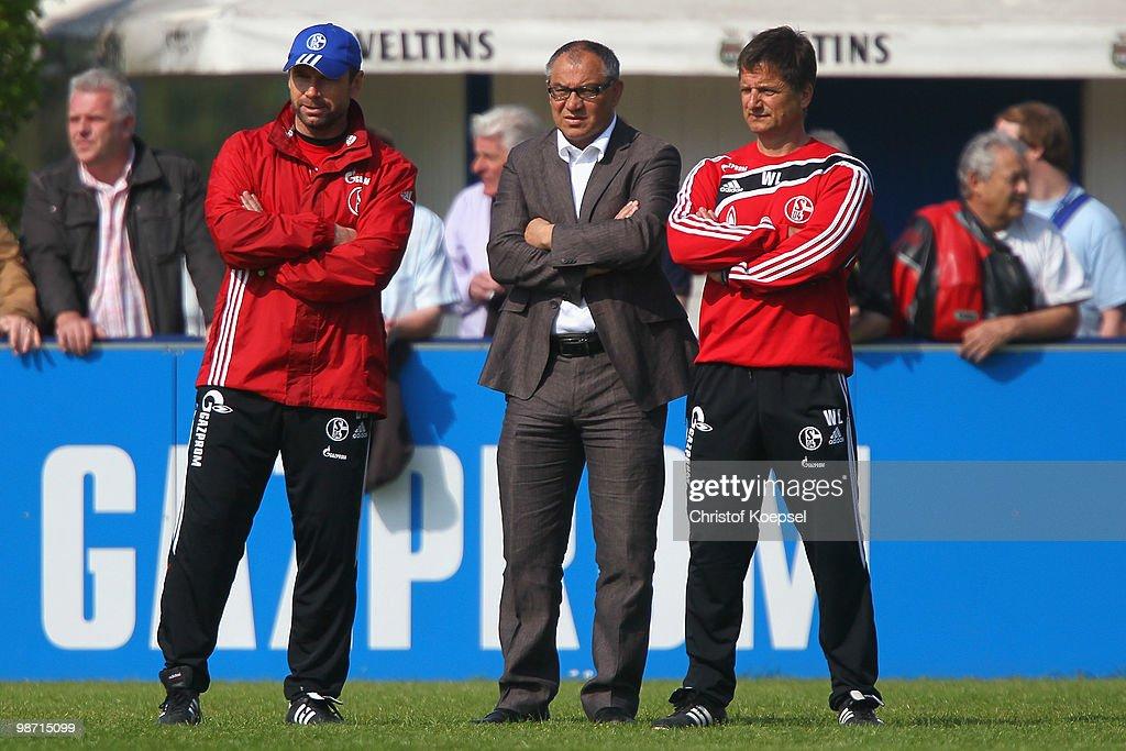Schalke 04 - Training Session : News Photo