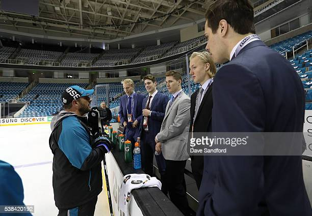 Assistant Coach Bob Boughner of the San Jose Sharks speaks with draft prospects Patrik Laine PierreLuc Dubois Matthew Tkachuk Alexander Nylander and...