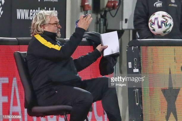 assistant coach Heiko Scholz of SG Dynamo Dresden gestures during the 3 Liga match between Dynamo Dresden and FSV Zwickau at RudolfHarbigStadion on...