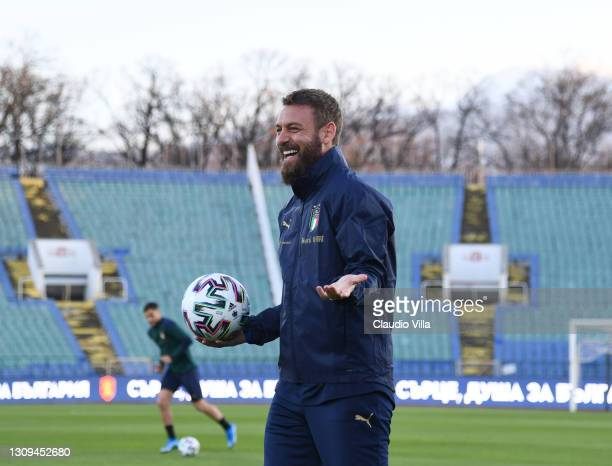 Assistant coach Italy Daniele De Rossi reacts during a Italy training session at Vasil Levski National Stadium on March 27, 2021 in Sofia, Bulgaria.