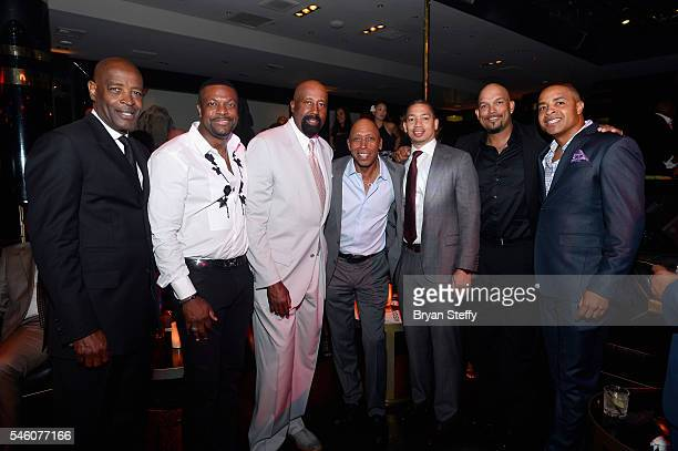 Assistant coach Larry Drew of the Cleveland Cavaliers actor/comdeian Chris Tucker Assistant coach Mike Woodson of the Los Angeles Clippers recording...