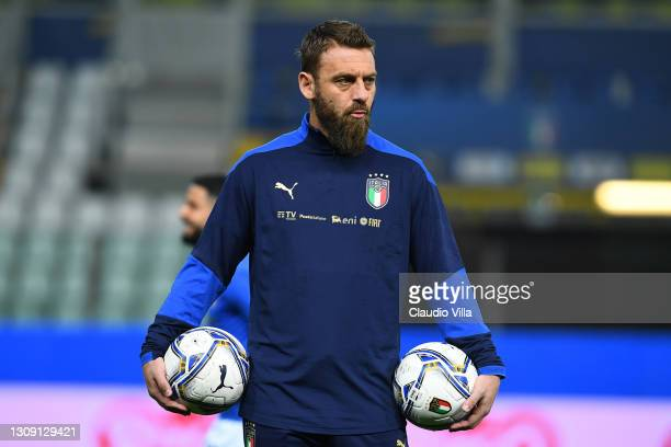 Assistant coach of Italy Daniele De Rossi warms up ahead before the FIFA World Cup 2022 Qatar qualifying match between Italy and Northern Ireland on...