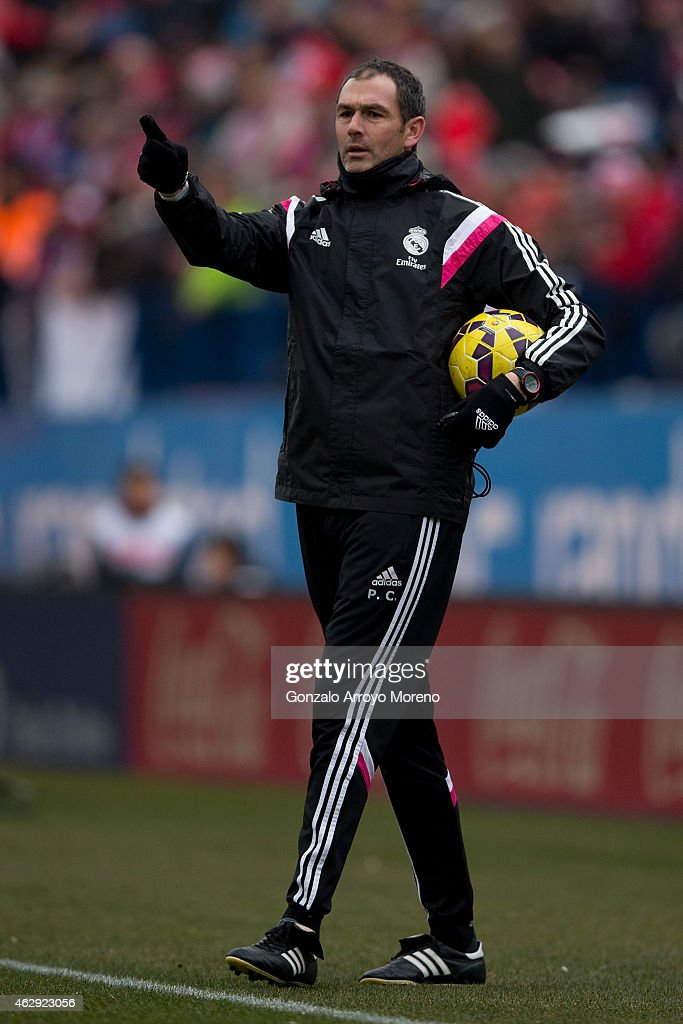 Assistant coach Paul Clement of Real Madrid CF gives instructions during his team warming up prior to start the La Liga match between Club Atletico de Madrid and Real Madrid CF at Vicente Calderon Stadium on February 7, 2015 in Madrid, Spain.
