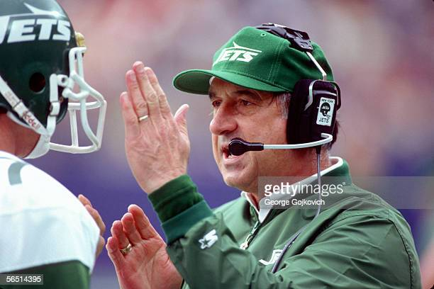 Assistant coach Zeke Bratkowski of the New York Jets talks with quarterback Ken O'Brien during a game against the Tampa Bay Buccaneers at Giants...