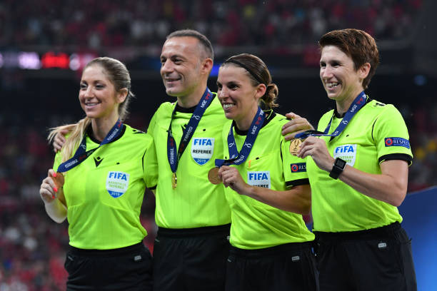 SUPER COUPE EUROPE UEFA 2019 Assistant-referee-manuela-nicolosi-fourth-official-cneyt-akr-match-picture-id1168063931?k=6&m=1168063931&s=612x612&w=0&h=lX3a18fHzEu-CVrRTQqJjjaHo1nqd0ZI3Gx1Py3nm0c=