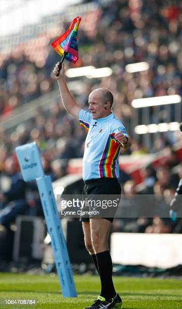 Assistant Referee Premiership Rugby Steve Lee shows his support for the Rainbow Laces Stonewall campaign during the Gallagher Premiership Rugby match...