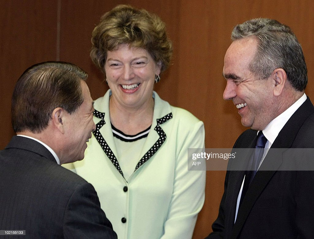 US assistant secretary of state Kurt Campbell (R) talks with South Korean Foreign Minister Yu Myung-hwan as US Ambassador to South Korea Kathleen Stephens looks on during their meeting at the Foreign Ministry in Seoul on June 17, 2010. Campbell met with South Korean officials to discuss strategies to censure North Korea at the United Nations for the deadly sinking of a South Korean warship.