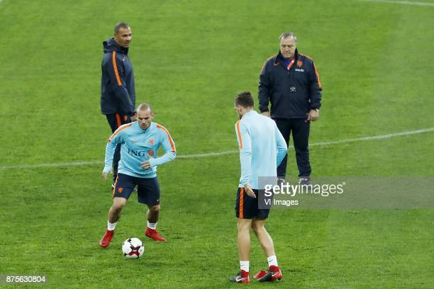 assistant trainer Ruud Gullit of Holland Wesley Sneijder of Holland Kevin Strootman of Holland coach Dick Advocaat of Holland during a training...