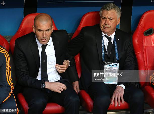 Assistantcoach of Real Madrid Zinedine Zidane and Coach of Real Madrid Carlo Ancelotti look on during the UEFA Champions League final between Real...