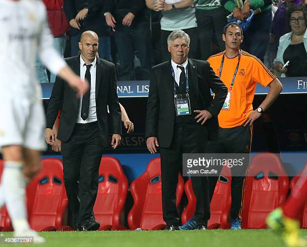Assistantcoach of Real Madrid Zinedine Zidane coach Carlo Ancelotti and assistantcoach Paul Clement look on during the UEFA Champions League final...