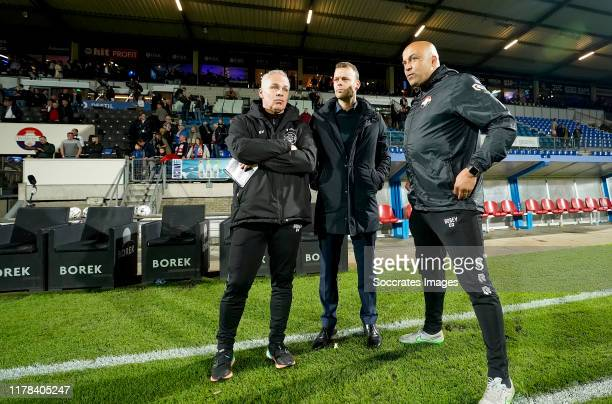 assistent coach Gery Vink of Willem II Jos van Nieuwstadt of Willem II Chima Onyeike of Willem II during the Dutch Eredivisie match between Willem II...