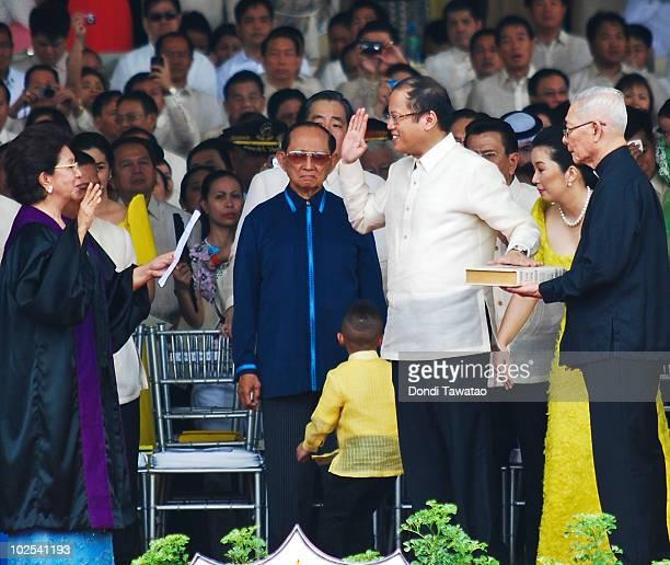 Associate Justice Conchita CarpioMorales former President Fidel Ramos and Presidentelect Noynoy Aquino Associate Justice Conchita CarpioMorales...