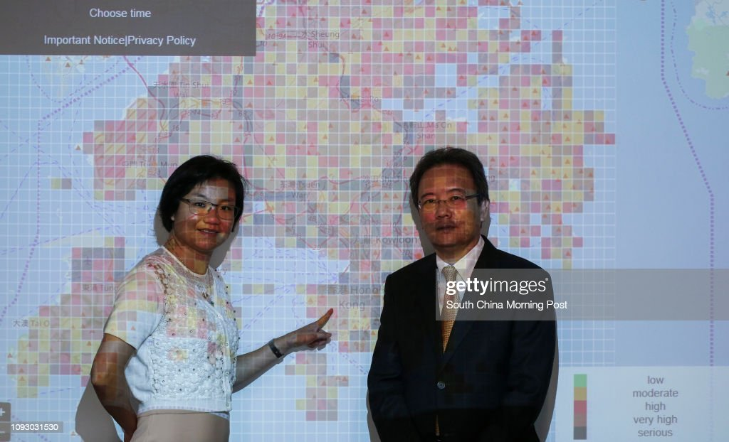 Associate Professor, Department of Electrical and Electronic Engineering, Dr. Jacqueline Lam Chi-kei (left) and Head of Department, Department of Electrical and Electronic Engineering, Professor Victor Li On-kwok (right) are working on a new app they are : ニュース写真
