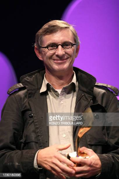 Associated Press agency journalist Jerome Delay holds his trophy on Octobrer 10, 2009 in Bayeux, western France, after winning the public prize...