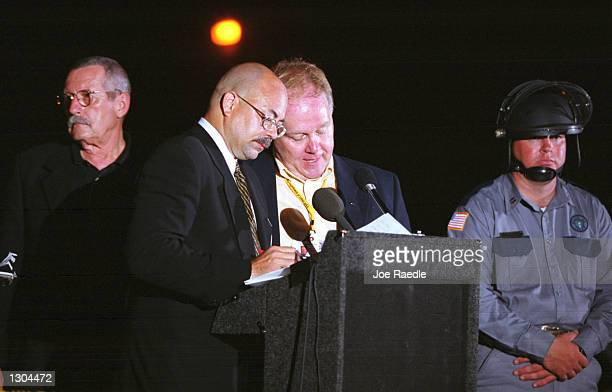 Associated Press correspondent Michael Graczyk right at podium and Fox 26 Houston reporter Lloyd Gite brief the media June 22 2000 after witnessing...