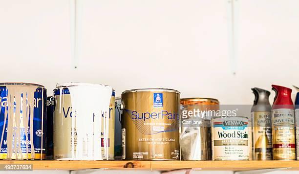 Verschiedene Dosen, Sprayen und Holz-Färbung.