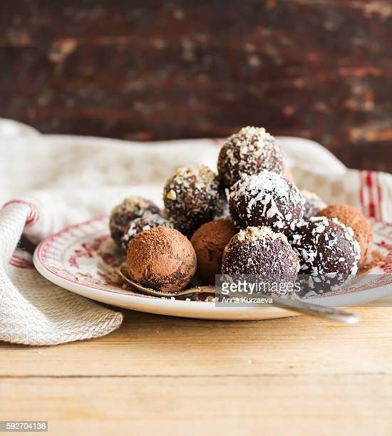 assorted dark chocolate truffles with cocoa powder - chocolate pieces stock photos and pictures
