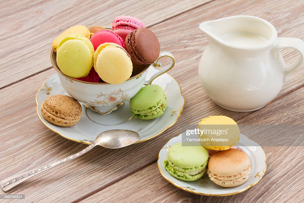 Assorted macaroons on table : Foto stock
