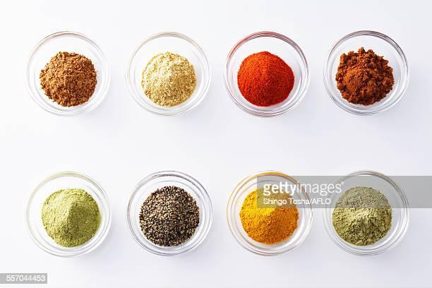 assorted spices - pfeffer stock-fotos und bilder