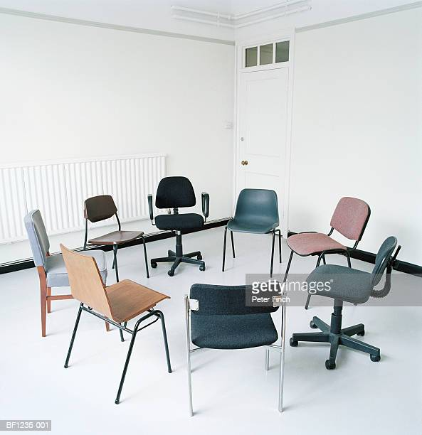 assortment of office chairs in circle - 数個の物 ストックフォトと画像