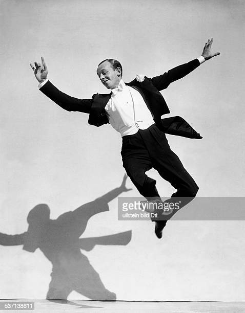Astaire Fred Dancer singer actor USA Scene from the movie 'Top Hat'' Directed by Mark Sandrich USA 1935 Produced by RKO Pictures Vintage property of...