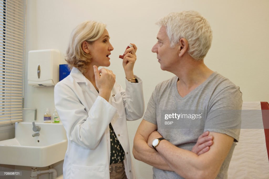 Asthma treatment, elderly person : Stock Photo