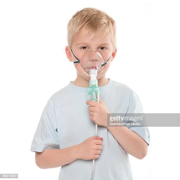 asthma treatment - zuurstofmasker stockfoto's en -beelden
