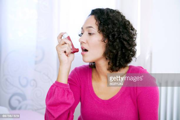 asthma treatment, woman - chronic obstructive pulmonary disease stock photos and pictures