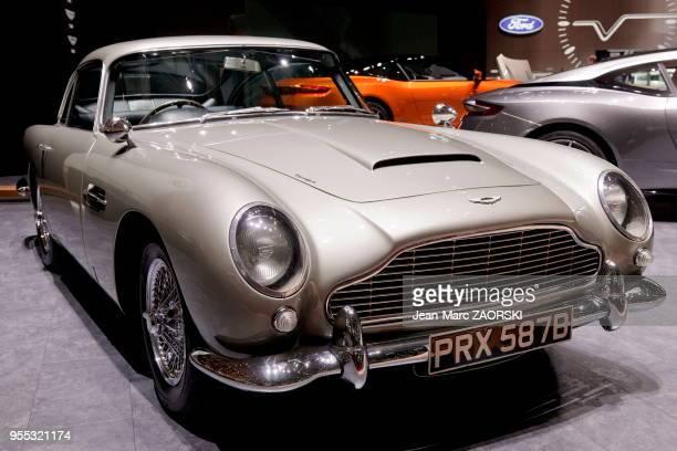 L'Aston Martin DB5 produite de 1963 à 1965 voiture légendaire de James Bond vue pour la première fois dans « Goldfinger » ici présentée sur le stand...