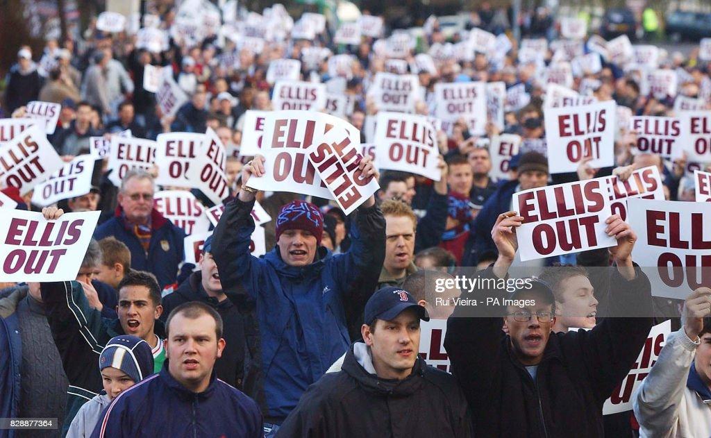 [Image: aston-villa-fans-protest-against-chairma...d828877364]