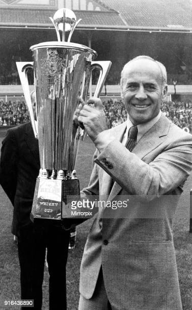 Aston Villa Manager Ron Saunders with the Manager of the Year trophy Circa August 1981