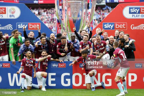 Aston Villa players celebrate victory following the Sky Bet Championship Play-off Final match between Aston Villa and Derby County at Wembley Stadium...