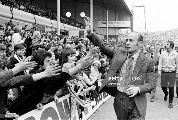Aston Villa v Sunderland final score 20 to Aston Villa League Division Two Villa Park Aston Villa Manager Ron Saunders celebrating with fans 26th...