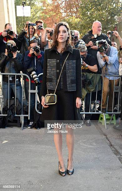 Astrid BergesFrisbey arrives at the Chanel show during Paris Fashion Week Womenswear SS 2015 on September 30 2014 in Paris France