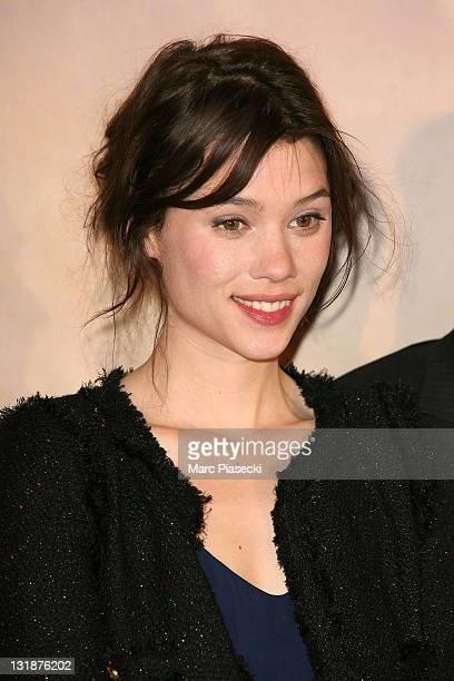 Astrid BergesFrisbey attends the 'La Fille du Puisatier' Paris Premiere at Cinema Gaumont Marignan on April 14 2011 in Paris France