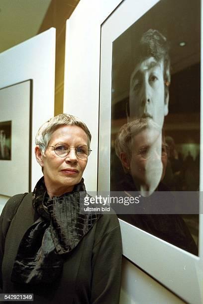 Astrid Kirchherr, Fotografin der Beatles. Hier in der Ausstellung ''The Many Faces of John Lennon'', im Willy-Brandt-Haus. .