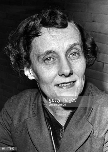 Astrid Lindgren *Schriftstellerin KinderbuchautorinSchwedenPorträt 1957