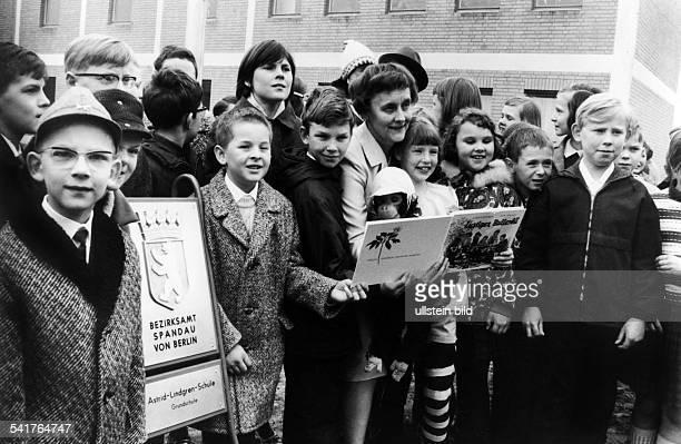 Astrid Lindgren *Schriftstellerin Kinderbuchautorin Schweden als Namenspatronin der neuerbauten5 Grundschule in Berlin Spandau ander Südekumzeile im...