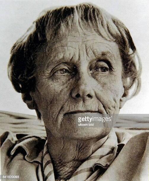 Astrid Lindgren *Schriftstellerin KinderbuchautorinSchwedenPorträt undatiert