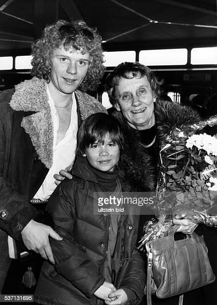 Astrid Lindgren Schriftstellerin Kinderbuchautorin Schweden bei der Ankunft auf dem Flughafen Berlin Tegel zur Teilnahme an den Berliner...