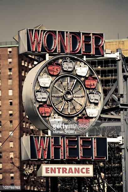 astroland amusement park wonder wheel entrance sign at coney island. - merten snijders stockfoto's en -beelden