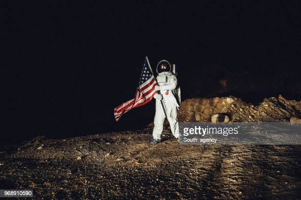 us astronaut conquering mars - moon stock pictures, royalty-free photos & images