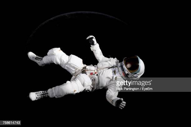 astronaut floating - copy space stockfoto's en -beelden
