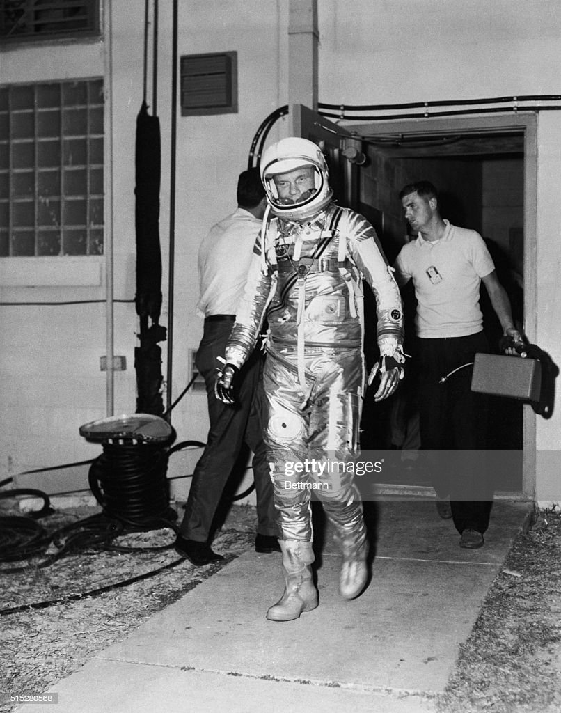 an astronaut in his space suit and with a propulsion - photo #46